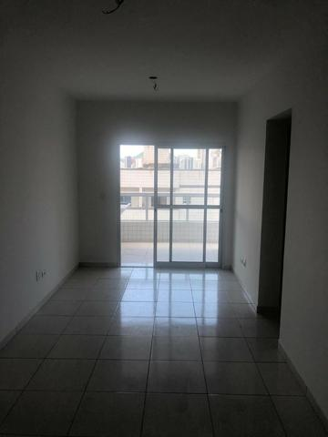 Apartamento perto do mar, excelente localização residencial, com 2 dorm e sacada - Foto 7
