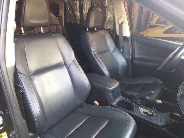 Toyota Rav4 4X4 + TGnv  troco e financio aceito carro ou moto maior ou menor valor - Foto 13