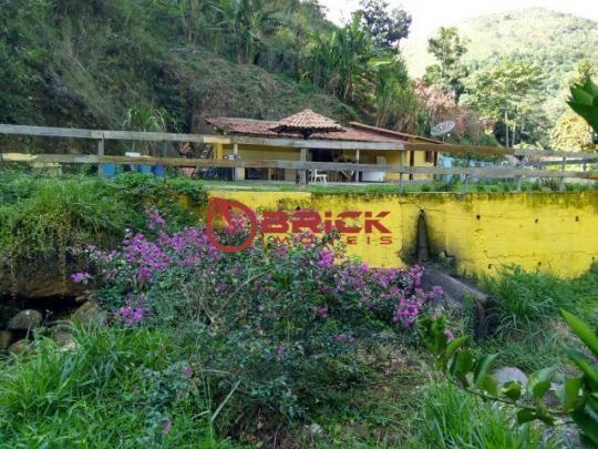 Sítio com terreno de 16.000 m² e cachoeira própria em pessegueiros, teresópolis/rj.