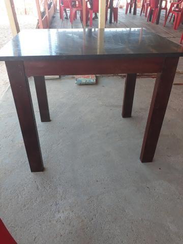 Mesa de mármore e madeira massaranduba