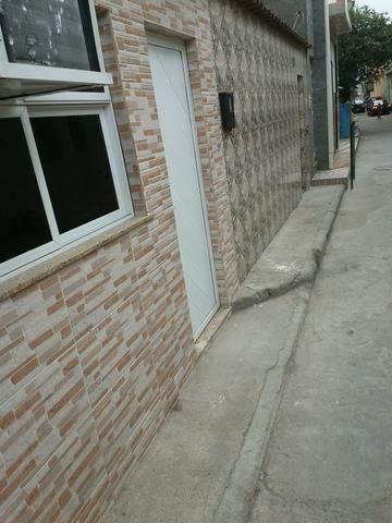Vende - se um prédio composto por 5 casas - Foto 3