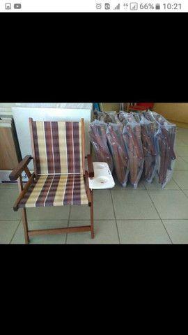 Cadeiras novas com mesa suporte de Cuias e copos