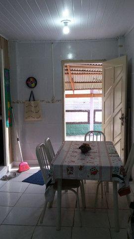 Vendo ou permuto ótima casa a uma quadra do mar - Foto 8