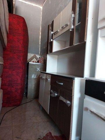 Vendo armário de cozinha novo com avarias como mostra na foto.  - Foto 2