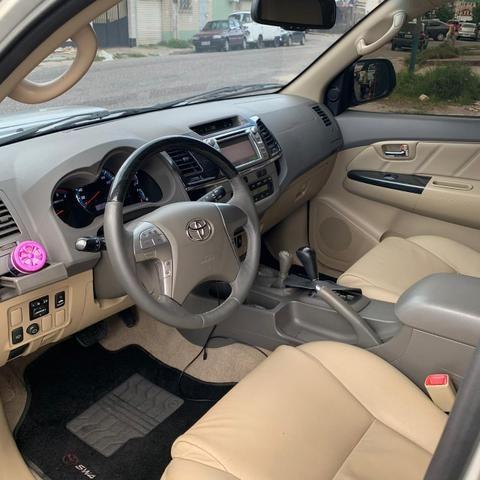 Hilux SW4 Diesel 7 lugares 4x4 Automática - Foto 3