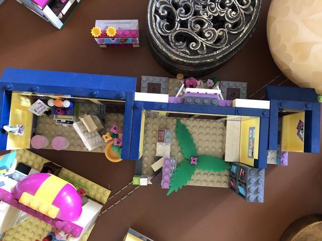 Piscina com escorregador da Lego