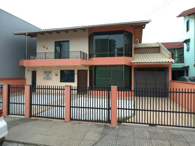 Casa para loção de Temporada no Centro de Balneário Piçarras 50 metros do Mar