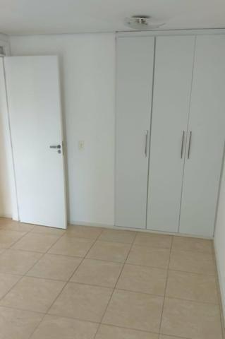 Alugo apartamento na Ponta do Farol, 2 quartos, projetados - Foto 5