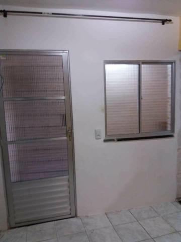 Aluga-se casa 2 quartos sendo uma suite - Foto 4