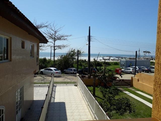 Itapoá/SC - Casa em frente ao mar - Foto 19