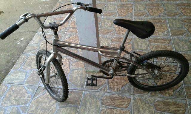 Bicicleta lite cromada aro20 180$