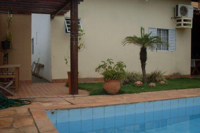 Casa nova 3qtos com edícula e piscina
