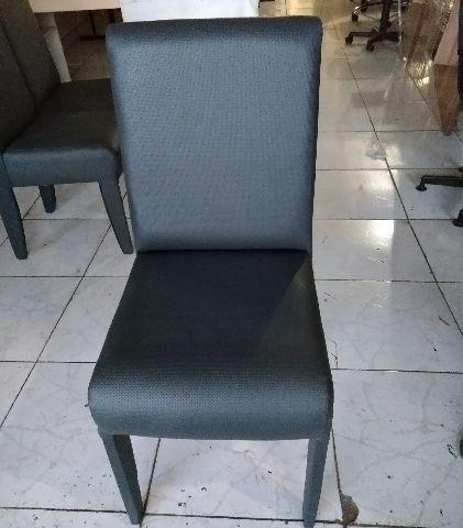 Cadeira preta para dala de jantar