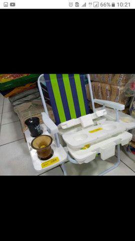 Cadeiras novas com mesa suporte de Cuias e copos - Foto 2