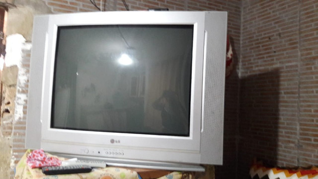 Televisão grande e conservada - Foto 2