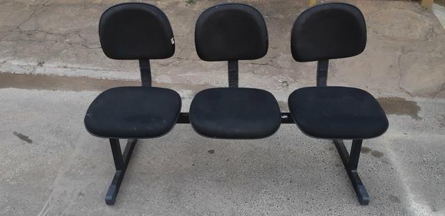 Vendo cadeira com 3 lugares acolchoadas
