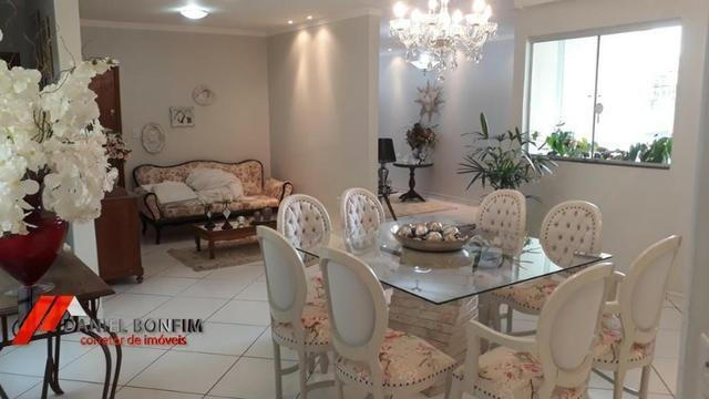 Apartamento amplo, primeiro andar e ótimo local no bairro Vila Rica
