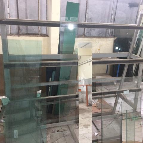 Cavalete para vidraçaria