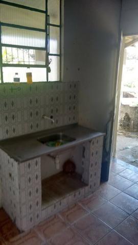 Vende-se uma casa com um terreno grande em São tome prox a praia valor a combinar - Foto 3