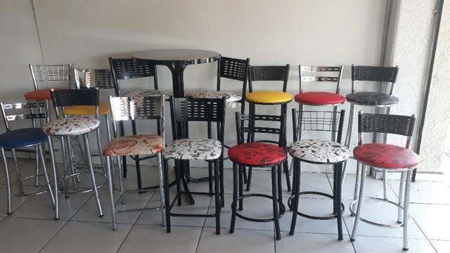 Banquetas mesas cadeiras bistros