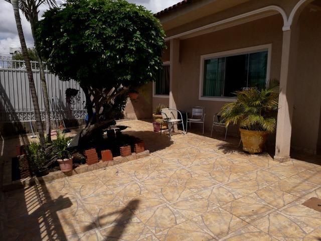Vendo excelente casa na QS 7 ótima localização e acabamento moderno - Foto 2