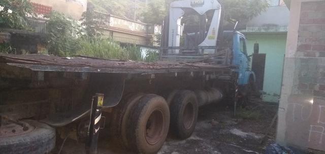 Mercedez 1218 truck com munck - Foto 3