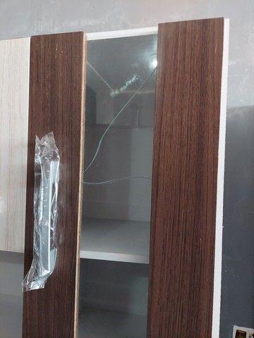 Vendo armário de cozinha novo com avarias como mostra na foto.  - Foto 4