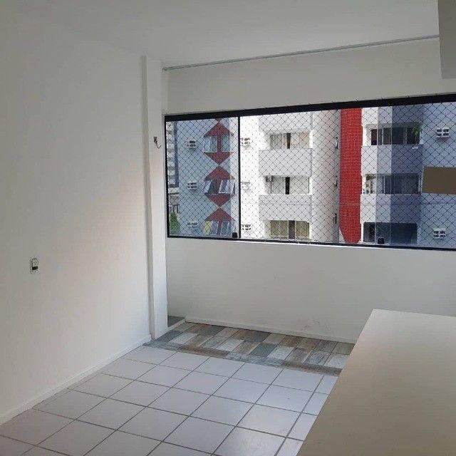 APT, 3/4, Jatiúca, 1 Suíte, DCE com banheiro e armários planejados - Foto 3