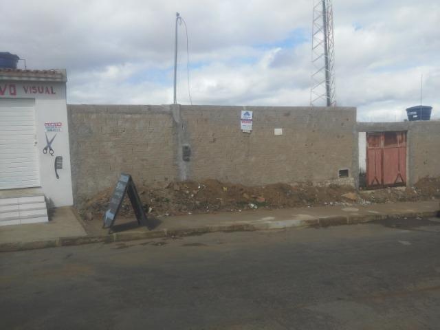 Terreno medindo 250m2 em rua pavimentada, no bairro Cidade Maravilhosa