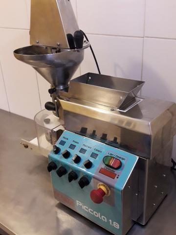 Produtora de Salgados e Doces Bralyx 220V em perfeito estado e funcionamento! - Foto 4