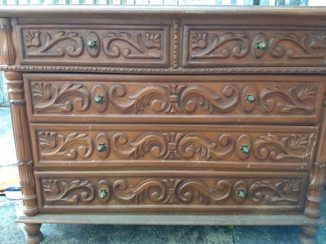 Cama e cômoda de madeira entalhados - Foto 2