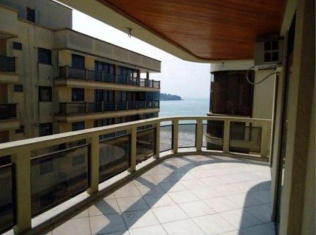 Apartamento 03 Quartos_ Prédio Frente mar _ Apto lateral _Vista para o mar