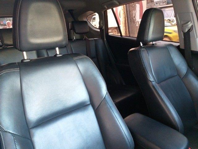 Toyota Rav4 4X4 + TGnv  troco e financio aceito carro ou moto maior ou menor valor - Foto 15