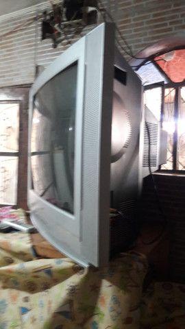Televisão grande e conservada - Foto 4