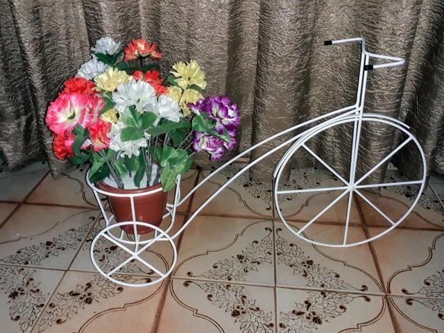 Triciculo com suportes para vasos de flores - Foto 2