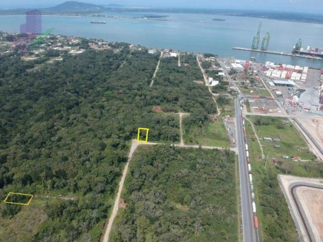 Bom terreno de esquina medindo 12.80 x 24 total 307,20 m2 em itapoá na área retro portuári