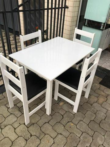 Mesa com 4 cadeiras em MDF - entregamos