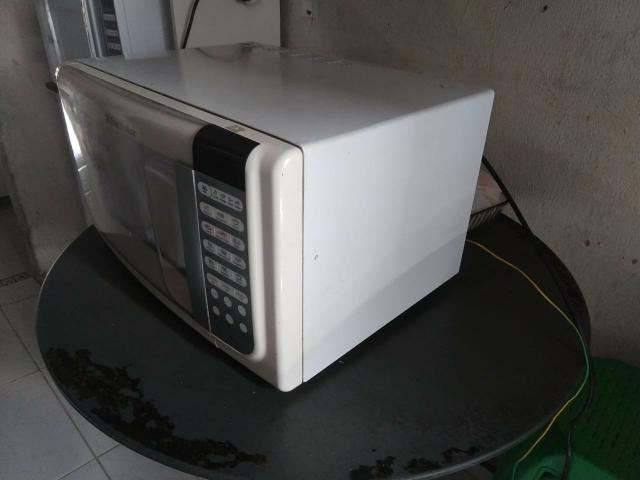 Micro-ondas Eletrolux 28 litros - Foto 3