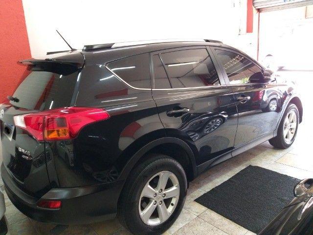 Toyota Rav4 4X4 + TGnv  troco e financio aceito carro ou moto maior ou menor valor - Foto 5