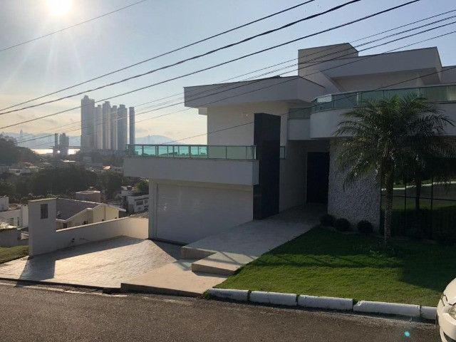 Casa em condomínio em Balneário Camboriú - 4 suítes - Bella Vista