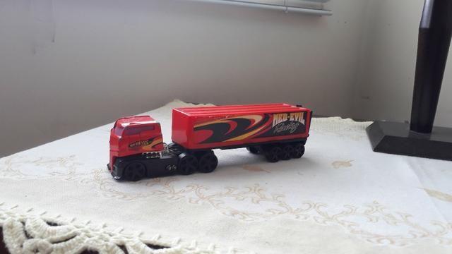 Caminhão infantil hot wheels med-evil racing