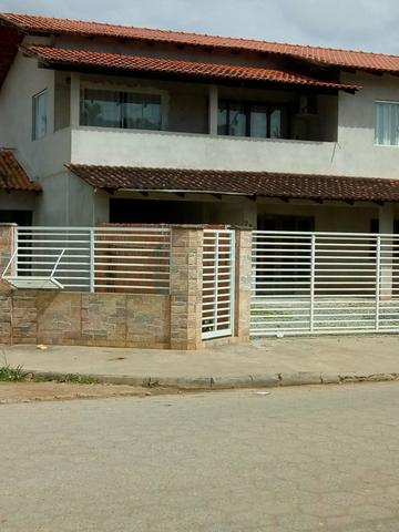 Vende-se esta casa sobrado no Araquari com 270 m? terreno de esquina toda calsada