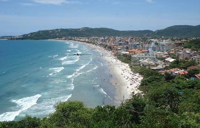 Construa sua casa dos sonhos na praia de Bombas!
