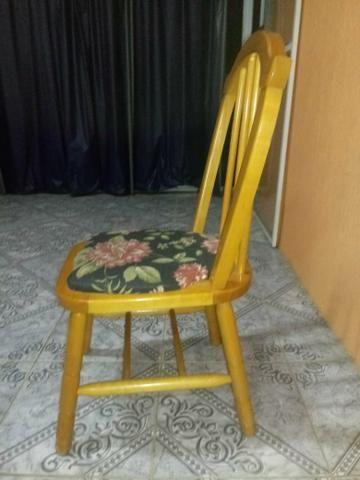 Cadeiras em madeira maciça - Foto 2