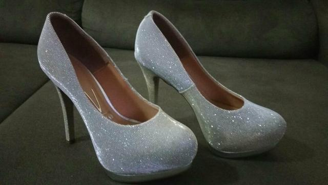 Sapato prata com glitter lindo - Foto 4