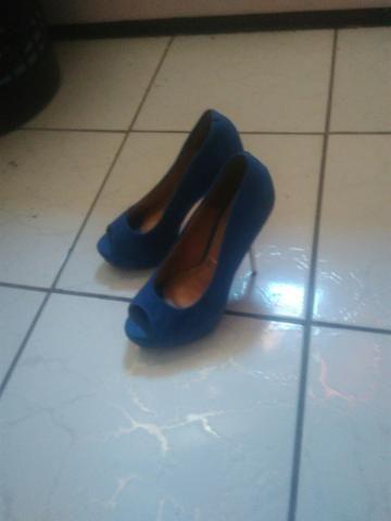 Sapato de salto azuk