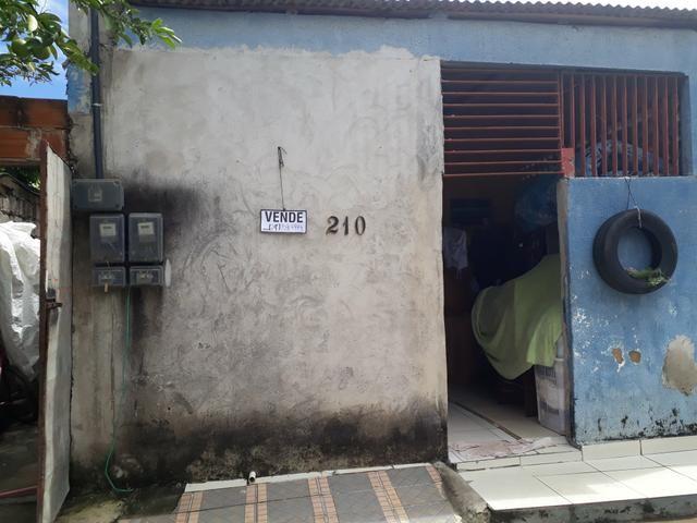 Vende-se uma casa no Jardim Santa Rosa