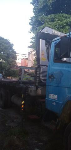Mercedez 1218 truck com munck - Foto 2