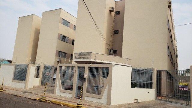 Apartamento Mobiliado bairro Bandeirantes com 02 quartos.