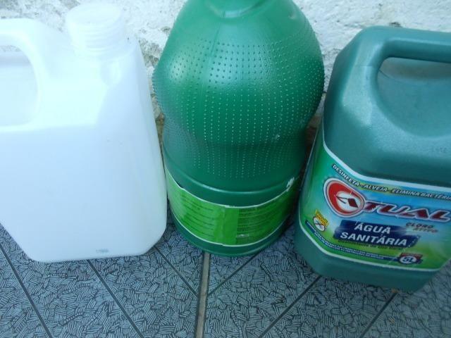 Galões de 5 litros reciclados